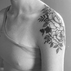 Shoulder tattoos for women, shoulder tattoo quotes, shoulder tats, flower. Tattoos For Women On Thigh, Tattoos For Women Flowers, Flower Wrist Tattoos, Cute Tattoos For Women, Shoulder Tattoos For Women, Trendy Tattoos, Cool Tattoos, Flower Shoulder Tattoos, Tattoo Women