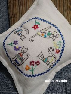 bordadado simples a mao almofada ile ilgili görsel sonucu Embroidery Applique, Cross Stitch Embroidery, Embroidery Patterns, Machine Embroidery, Stitch Patterns, Creative Embroidery, Needlework, Creations, Quilts
