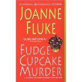 Fudge Cupcake Murder (Hannah Swensen Mysteries) (Mass Market Paperback)By Joanne Fluke
