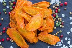 Le chips di carote sono un antipasto veloce e semplice da preparare ma davvero sfizioso, anche per i piccoli. Ecco la ricetta