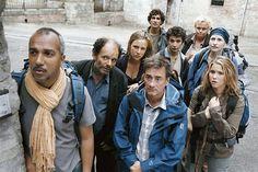"""""""Saint Jacques...La Mecque""""est un film français réalisé par Coline Serreau en 2005. « On ne choisit pas sa famille » Au décès de leur mère, deux frères et une soeur apprennent qu'ils ne toucheront leur héritage que s'ils font ensemble, à pied."""