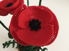 Il Blog di Sam: Spiegazione del Papavero all'uncinetto Crochet Poppy Pattern, Crochet Patterns, Yarn Bombing, Crochet Flowers, Poppies, Blog, Applique, Crochet Hats, Christmas Ornaments