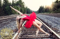 dance pose, ballerina, train tracks, senior portrait poses, senior portrait, dancer  www.lisawilliamsphoto.com