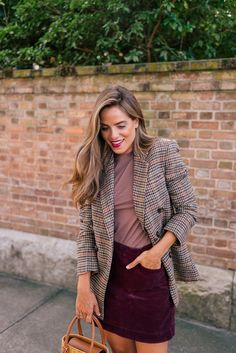 Here's What I'm Packing For London - Gal Meets Glam - Here's What I'm Packing For London Casual Fall Outfits, Fall Winter Outfits, Autumn Winter Fashion, Autumn Fashion Women Fall Outfits, Preppy Mode, Preppy Style, Mode Outfits, Fashion Outfits, Fashion Trends