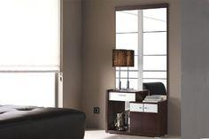 Le presentamos este conjunto de entrada que incluye un mueble con dos puertas y un cajón y un gran espejo. Todo ello a un precio irresistible, !!!NO LO DEJE ESCAPAR!!