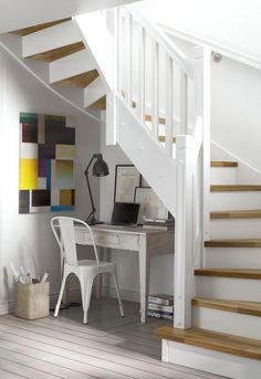 Despacho bajo la escalera www.manualidadesytendencias.com #homedecor #oficina #despacho #homeoffice #OficinasCreativas