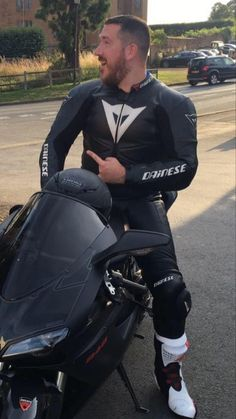 Sexy Biker Men, Sexy Men, Hot Men, Motorcycle Suit, Motorcycle Leather, Motocross Outfits, Spanish Men, Bike Leathers, Biker Gear