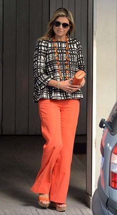 Queen Maxima visited her sick father, Jorge Zorreguieta in Argentina over the weekend Mature Fashion, Over 50 Womens Fashion, Fashion Over 50, Love Her Style, Looks Style, Moda Chic, Royal Dresses, Queen Maxima, Royal Clothing