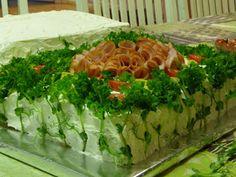 KeittiöKriitikko: Voileipäkakku 50 hengelle (kala ja kinkku) Kala, Iso, Cabbage, Good Food, Food And Drink, Vegetables, Cabbages, Vegetable Recipes, Healthy Food