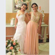 Recuerdos de momentos inolvidables... El día de la boda de nuestra novia @dianaromerou y una de sus damas.