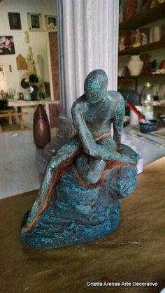 Escultura en ziña, pátina de pintura . Óxidación.