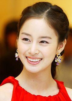 "Actress Kim Tae Hee from ""Jang Ok Jung"" - she did a great job. Korean Star, Korean Girl, Korean Beauty, Asian Beauty, Taekwondo Girl, Kim Tae Hee, Ulsan, Asian Celebrities, Asian Hair"