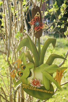 Türschild Willkommen mit niedlichem Frosch von holznischel auf DaWanda.com