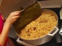 Arroz con Gandules Recipe (Puerto Rican rice and pigeon peas) Oh yummy! Rice And Pigeon Peas, Spanish Dishes, Spanish Food, Spanish Recipes, Mexican Spanish, Spanish Cuisine, Spanish Rice, Recetas Puertorriqueñas, Comida Boricua