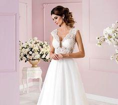 Fryzura Ślubna Warszawa Wedding Dresses, Fashion, Wedding Makeup, Bride Dresses, Moda, Bridal Gowns, Fashion Styles, Weeding Dresses, Wedding Dressses