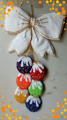 Christmas Applique, Christmas Sewing, Christmas Crafts, Christmas Ornaments, Christmas Wreaths, Christmas Decorations For Kids, Felt Decorations, Felt Crafts, Diy And Crafts
