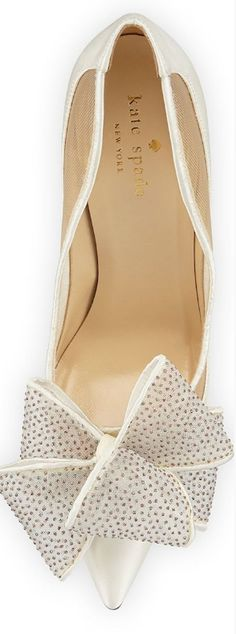 New wedding shoes bow kate spade ideas Pretty Shoes, Beautiful Shoes, Cute Shoes, Me Too Shoes, Bridal Shoes, Wedding Shoes, Wedding Wedges, Zapatos Shoes, Bow Shoes