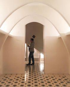 Inside Gaudi's dream -- #casabatllo #gaudi #visitbarcelona #aenede #freaksbcn  #thebarcelonist  #descobreixcatalunya #ig_barcelona #ig_catalonia #primerolacomunidad #communityfirst #hallazgosemanal #instagramEs #catalunyaexperience #instantes_gf #fotomovil_es #fotonline_es  #instaghesboro #ig_worldclub  #igrecommend #artofvisual #agameoftones