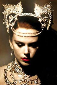 Nicole Kidman as Satine (Moulin Rouge) Love her jewels!