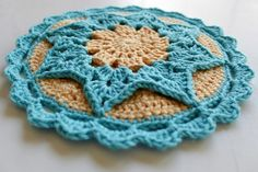 Pattern: Tried to Look Pretty Potholder by Karoline Løvald Hook used: G Yarn Used: Hobby Lobby's I love this Cotton Turquoise and Banana Love love love this one! Crochet Motifs, Crochet Circles, Crochet Dishcloths, Crochet Round, Crochet Squares, Crochet Granny, Crochet Doilies, Crochet Flowers, Knit Crochet