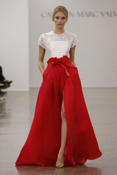 Carmen Marc Valvo RTW Spring Fabulous red skirt and white sequin top couture gown Moda Fashion, Runway Fashion, Fashion Show, Fashion Design, Ny Fashion, Fashion Spring, Skirt Fashion, Couture Fashion, Retro Fashion