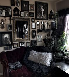 Goth Home Decor, Gothic House, Gothic Room, Goth Aesthetic, House Windows, Al Fresco Dining, Decoration, Family Room, Interior Decorating