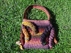 Come check out thousands of free crochet patterns just like this one! Crochet Bags, Free Crochet, Bag Patterns, Crochet Patterns, Medusa, Straw Bag, Handbags, Box, Check