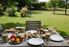 LANDHAUS AM SEE - Uckermark Pinnow - Frühstück im Garten Foto: Aubrey Wade