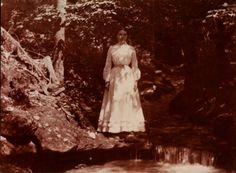 Laura Ingalls Wilder in the ravine at Rocky Ridge Farm in 1900 at the age of This was the year before the apple trees started bearing fruit. The land was blessed with a spring and a small stream that ran out from it, seen here in this photo. Old Pictures, Old Photos, Time Pictures, Family Pictures, Pretty Pictures, Vintage Photographs, Vintage Photos, Ingalls Family, Laura Ingalls Wilder