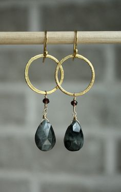 Modern Gemstone Earrings with Cat's Eye Stones and Gold Vermeil Rings. Wire Jewelry, Boho Jewelry, Jewelry Crafts, Beaded Jewelry, Jewelery, Jewelry Design, Jewelry Rings, Gemstone Earrings, Beaded Earrings