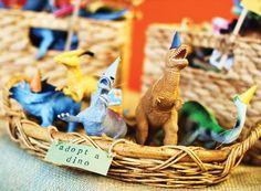 Creative {& Budget-Friendly!} Dinosaur Birthday Party