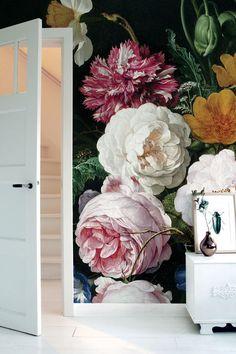 De kinderkamer wordt een paradijsje met het fotobehang Wallpaper Stories voor kinderkamers. Maar we hebben ook behang met grote bloemen.