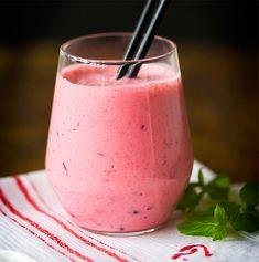 Sporttaajan puolukkasmoothie | Juomat, Muuta | Soppa365 Healthy Smoothies, Healthy Drinks, Smoothie Recipes, Healthy Recipes, My Cookbook, Nice Cream, Sweet And Salty, Milkshake, Food And Drink