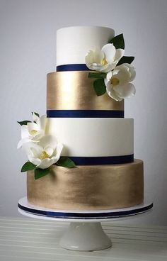 Top 8 Striking Navy Blue Wedding Color Palettes for 2019 Fall-- navy and gold, wedding cake with white floral decors for luxurious theme October weddings Beautiful Wedding Cakes, Beautiful Cakes, Gold Wedding Cakes, Navy Blue Wedding Cakes, White And Gold Wedding Cake, Trendy Wedding, Wedding Cake Simple, Modern Wedding Cakes, Publix Wedding Cake