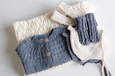 Som tidligere omtalt på bloggen, er jeg så heldig at have en privat strikkedame. Hun strikker med glæde både en sweater til Pierre, trøjer mm. til Fleur, og nu også babytæppe mm. til lillebror. Jov...