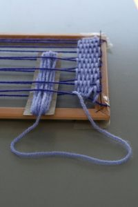 Il telaio dei bambini per tessere in casa - DIY