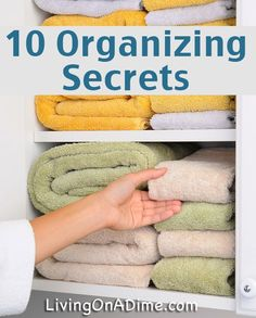 10 Organizing Secrets - Easy Organizing Ideas These easy organizing ideas will help you get it together! Have you ever wondered how super organized people do it? Here are some of their best secrets! Linen Closet Organization, Home Organization Hacks, Organizing Your Home, Bathroom Organization, Organizing Ideas, Organising, Organizing Jewelry, Organizar Closet, Secret Organizations