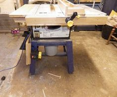 Table Saws How to Make a Crappy Table saw Into a Good One - Sleds, jigs, and mods -- oh my! Your table saw can do a lot more than make straight cuts. These Instructables will show you how to make circles, cut dowels, make box. Woodworking Table Saw, Woodworking Power Tools, Learn Woodworking, Woodworking Crafts, Woodworking Plans, Woodworking Images, Woodshop Tools, Garage Workbench, Woodworking Equipment