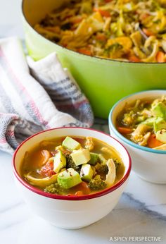 Southwest Chicken Detox Soup Recipe - A healthy low-fat, low-carb, gluten-free soup with tons of flavor. This southwest chicken soup packs a punch! Diet Soup Recipes, Chicken Soup Recipes, Detox Recipes, Healthy Dinner Recipes, Detox Tips, Easy Recipes, Juice Recipes, Chicken Soups, Healthy Foods To Eat