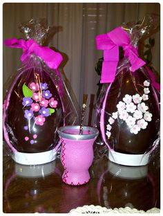 Huevos de Pascua Chocolates, Chocolate Sculptures, Faberge Eggs, Afternoon Snacks, Reyes, Easter Eggs, Helpful Hints, Birthdays, Food And Drink