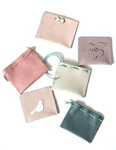 DIY Leather Pouches Designs - NO Sewing required ; Diy Leather Pouches, Leather Gifts, Leather Wallet, Leather Chain, Leather Cord, Diy Leather Projects, Diy Projects, Leather Makeup Bag, Minimalist Bag