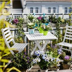 77 cool ideas for space-saving furniture, with which you coquettishly design the small balcony Small Balcony Design, Small Balcony Garden, Small Balcony Decor, Balcony Flowers, Rooftop Garden, Small Balconies, Balcony Gardening, Small Balcony Furniture, Outdoor Furniture Sets