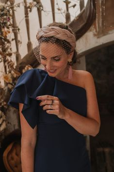 Look inbox invitada: azul noche in 2020 Wedding Hair Fascinator, Fascinator Headband, Fascinator Hairstyles, Turban Headbands, Headpiece, Fascinators, Turbans, Elegant Hairstyles, Wedding Hairstyles
