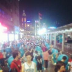 還未牽情人的手 一樣是佳節 未能二人共舞亦能萬人大倒數........最後一日啦><讓我多麼慶幸可以在人群之中遇到妳.....#last #day #back #to #england #romantic #twins #doraemon #100anniversary #love #crowd #people #found #you #forever #missing #friendship #tst #harbourcity #Hk #hongkong #girls #boys #hkig - @ernnie_c_him- #webstagram