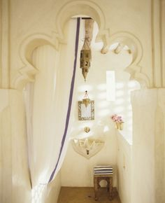 Gorgeous cut out in this moroccan bathroom!  Love the soft organic color of the plaster.