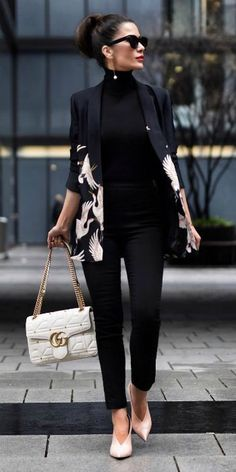 What To Wear For Spring: The Best Spring Outfits This Season - Gucci Jacket - Ideas of Gucci Jacket - Stunning statement jacket whole other dimension all-black outfit colour and energy Short Stories & Skirts. Business Outfit Frau, Business Attire, Business Fashion, Business Outfits Women, Corporate Attire, Office Outfits, Mode Outfits, Fashion Outfits, Fashion Weeks