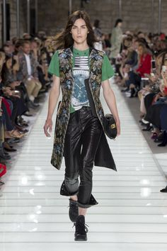 Louis Vuitton Spring 2018 Ready-to-Wear  Fashion Show Collection