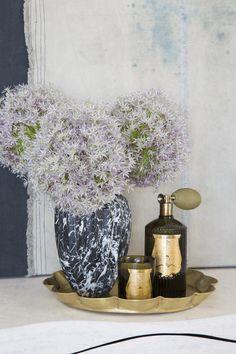 KELLY WEARSTLER | SMALL FLUTED VASE. Negro Marquine marble