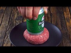 He presses a beer into the patty, and then comes the finishing touch! Ground Meat Recipes, Beef Recipes, Real Food Recipes, Cooking Recipes, Hamburger Recipes, Beer Can Burgers, Burgers And More, Paninis, Great Burger Recipes