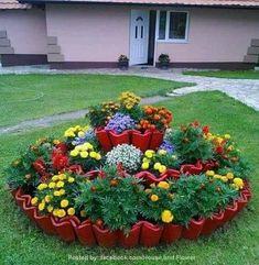 Idéias lindas e fáceis prá ajeitar o jardim ou quintal gastando pouco Flower Garden Design, Home Garden Design, Diy Garden Decor, Landscaping Supplies, Front Yard Landscaping, Landscaping Ideas, Unique Gardens, Small Gardens, Front Yard Flowers